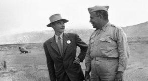 General Leslie Grove e o físico Oppeheimer