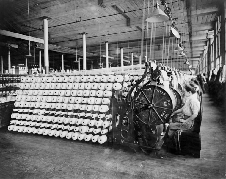 A Revolução Industrial provocou severas mudanças na organização social europeia e na configuração dos espaços urbanos.