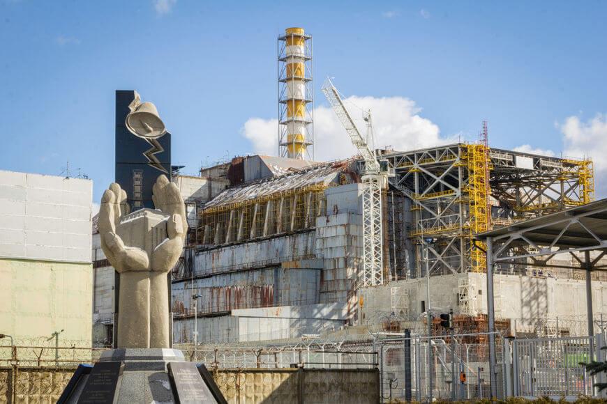 A explosão do reator da Usina de Chernobyl agravou a crise enfrentada pela URSS na década de 1980.**