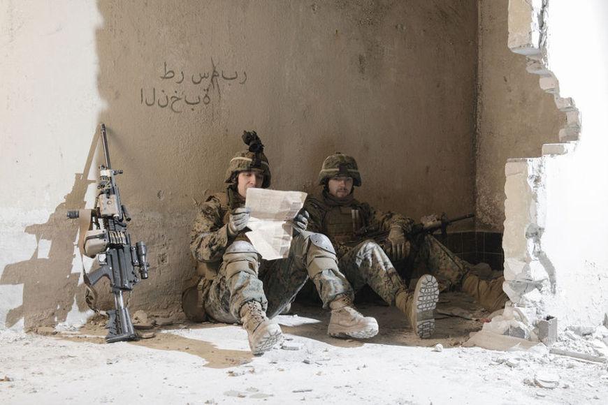 Em outubro de 2001, tropas americanas invadiram o Afeganistão com o objetivo de derrubar o Talibã do poder.