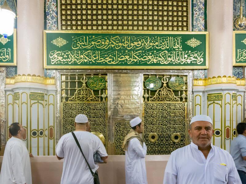 Um dos locais mais importantes da religião islâmica é o túmulo de Muhammad, que está localizado em Medina, na Arábia Saudita.[2]