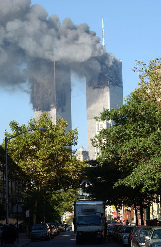 O primeiro alvo dos terroristas no 11 de setembro foram as Torres Gêmeas, que faziam parte do complexo do World Trade Center.[1]