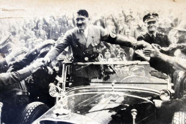 Desde da década de 1930, já existiam conspirações no exército nazista com o intuito de assassinar Hitler.[1]