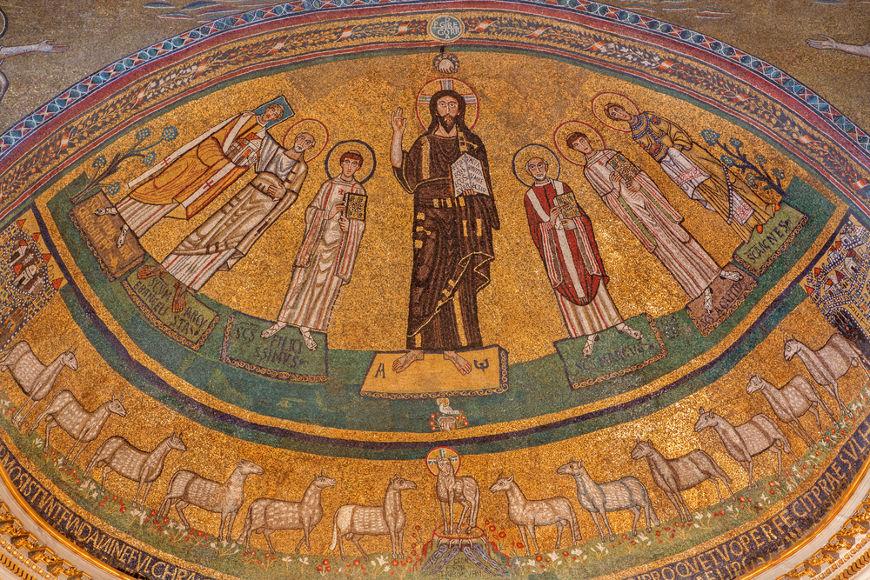 A data que se comemorava o Samhain foi apropriada pela Igreja e transformada no Dia de Todos os Santos. [2]
