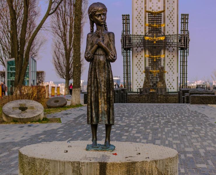 A Grande Fome, que atingiu a Ucrânia entre 1932 e 1933, ficou conhecida como Holodomor.[1]
