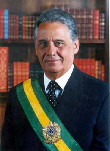 Fernando Henrique Cardoso, sociólogo brasileiro e o 34º presidente da República brasileira. [1]