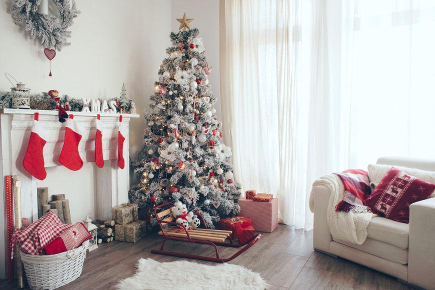 Aqui no Brasil, a tradição da árvore de Natal estende-se do dia 30 de novembro até 6 de janeiro.