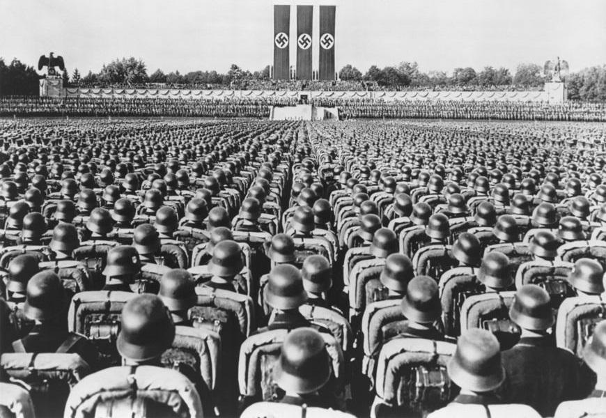 Goebbels desenvolveu ações para garantir a mobilização da população e o envolvimento dela com o regime nazista. [2]