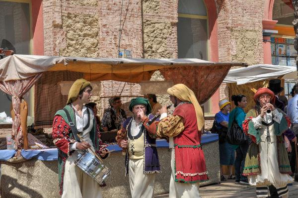 O renascimento comercial foi uma das grandes marcas da Europa durante a Baixa Idade Média. [1]