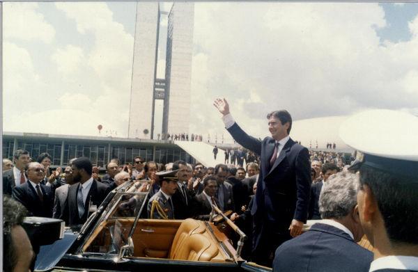 Em 15 de março de 1990, Fernando Collor de Mello tomou posse como presidente do Brasil após vencer a eleição presidencial de 1989. [1]