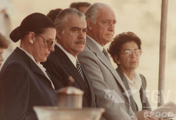 Com o falecimento de Tancredo Neves, José Sarney acabou assumindo a presidência do Brasil.[1]