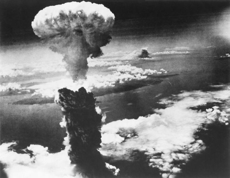 Em 6 de agosto de 1945, os Estados Unidos lançaram a primeira bomba da história contra um alvo, a cidade de Hiroshima.