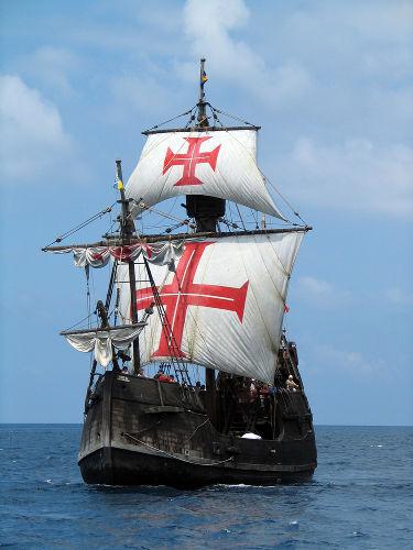 Ao longo do século XV, os portugueses realizaram uma série de expedições de exploração do Oceano Atlântico.