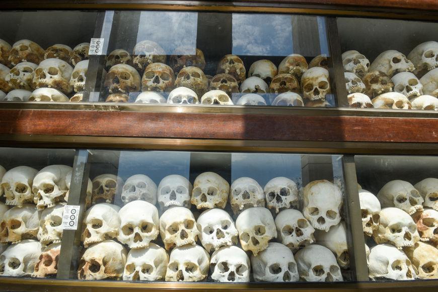 Cerca de 1,5 milhão de pessoas morreram durante o genocídio cambojano, realizado na década de 1970. [4]