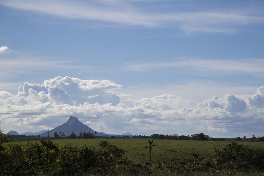 Em 22 de abril de 1500, os portugueses avistaram o Monte Pascoal, localizado no atual estado da Bahia.