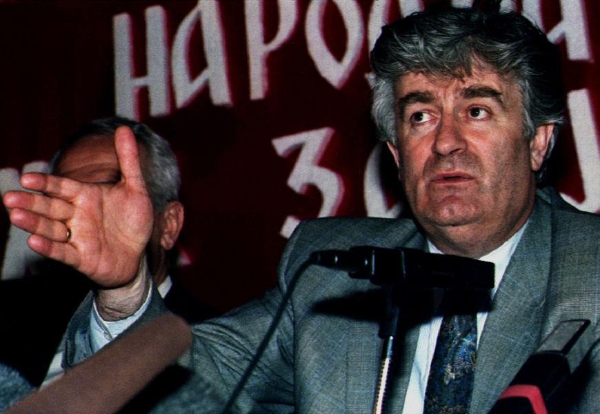 Radovan Karadzic foi julgado e condenado a 40 anos de prisão por crime de genocídio realizado durante a Guerra da Bósnia (1992-95). [3]
