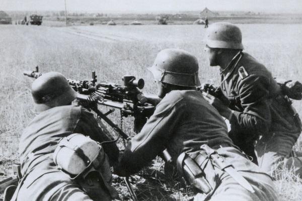 Com a Operação Barbarossa, mais de três milhões de soldados alemães invadiram o território soviético. [1]
