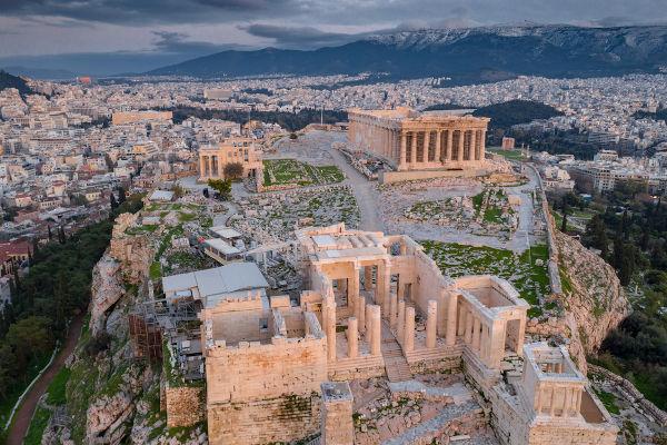 A acrópole de Atenas abriga um dos prédios mais conhecidos dos gregos: o Partenon.