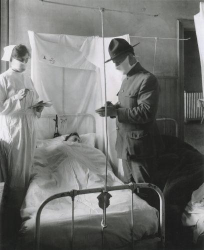 Acredita-se que a gripe espanhola tenha surgido nos Estados Unidos, em 1918, sendo responsável pela morte de, pelo menos, 50 milhões de pessoas.