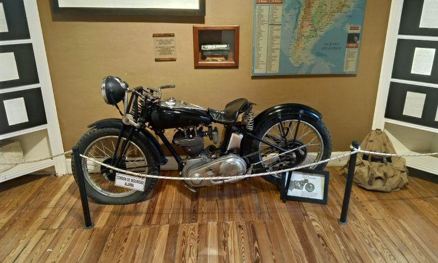 Réplica de uma Norton 500cc, a moto usada por Che Guevara e Alberto Granado na viagem deles pela América do Sul.[1]