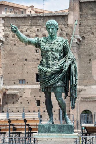 Otávio Augusto foi o primeiro imperador da fase final da Civilização Romana, governando de 27 a.C. a 14 d.C.
