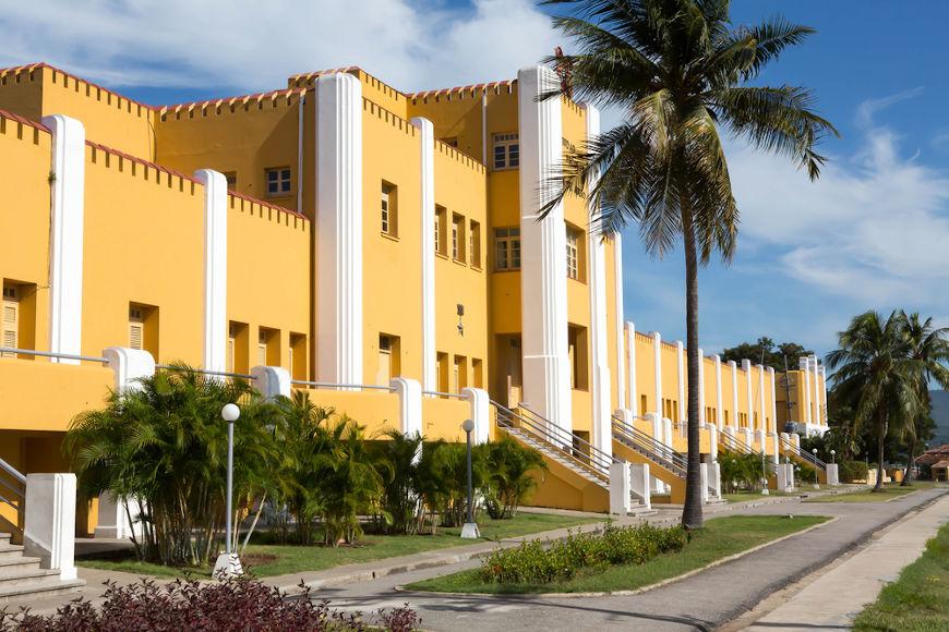 Em julho de 1953, Fidel Castro liderou o fracassado ataque contra o Quartel Moncada.