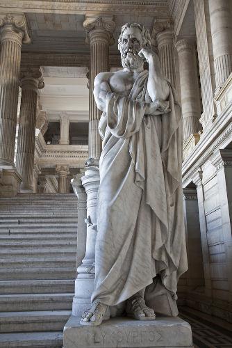 Os espartanos acreditavam que sua organização social e suas leis haviam sido definidas pelo legislador Licurgo.