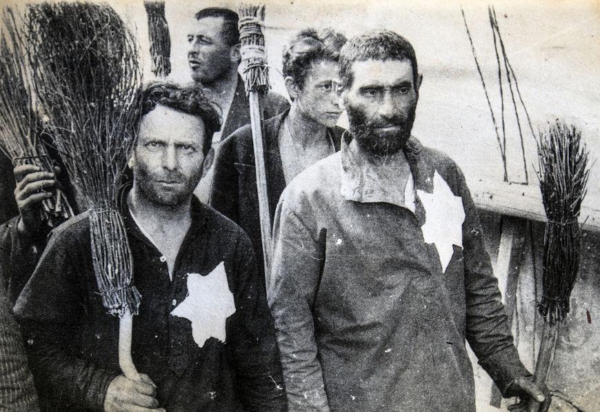 A Gestapo esteve diretamente relacionada com ações de perseguição aos judeus na Alemanha.[3]