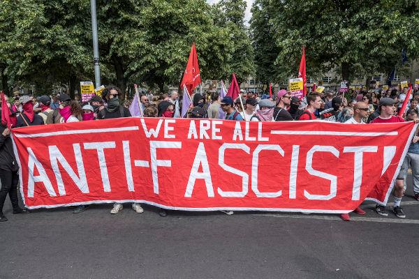 Os antifascistas ou antifas se posicionam como forma de deter o avanço do fascismo e da extrema-direita na sociedade.[1]