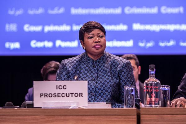 Fatou Bensouda, jurista gambiana e promotora-chefe que trabalha no Tribunal de Haia desde 2012.[2]