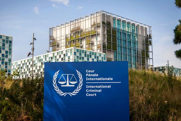 O Tribunal Penal Internacional iniciou suas atividades em 2002 e está localizado em Haia, nos Países Baixos.[1]