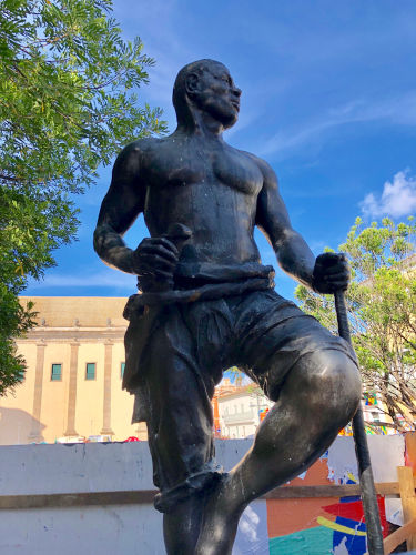 O dia 20 de novembro foi escolhido em memória a Zumbi dos Palmares, líder da resistência quilombola no século XVII.[1]