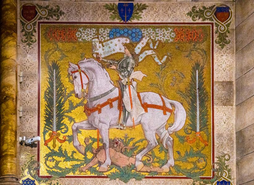 Joana d'Arc ficou marcada na história francesa como aquela que mudou os rumos da França na Guerra dos Cem Anos.[1]