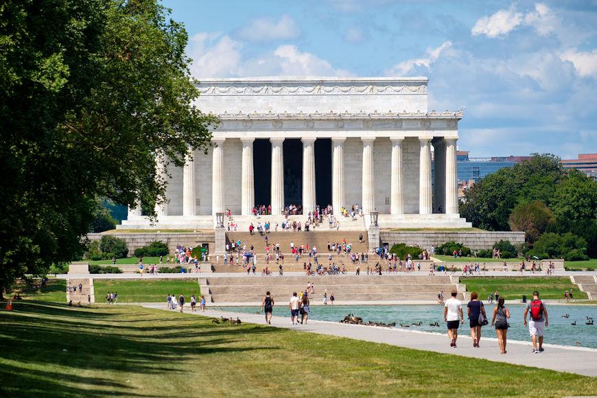 O discurso mais famoso de Martin Luther King Jr. foi pronunciado das escadarias do Memorial Lincoln, em Washington.[2]