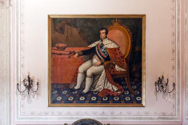 No final de 1807, d. João decidiu se mudar para o Brasil para fugir das tropas francesas que invadiram Portugal.[1]