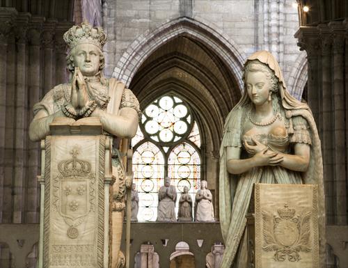  O último rei do absolutismo francês, Luís XVI, e sua esposa, Maria Antonieta, foram guilhotinados pelos revolucionários.
