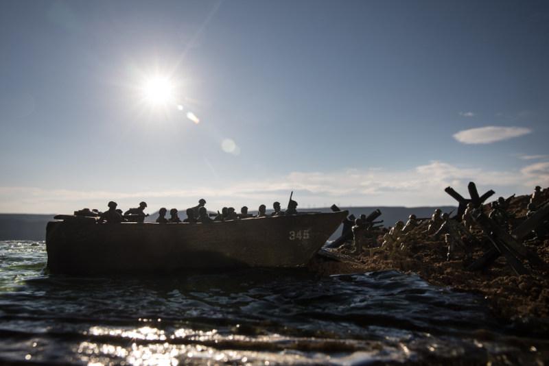 Vindos do Reino Unido, milhares de soldados desembarcaram próximo da cidade de Caine, no norte da França, durante o Dia D.