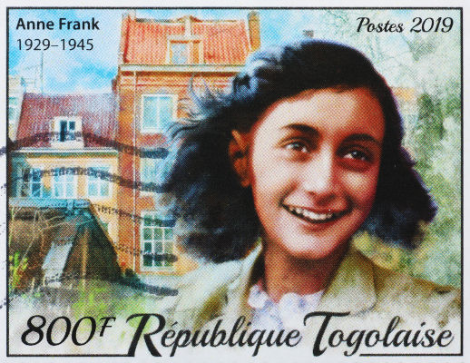Anne Frank e sua família passaram dois anos em um esconderijo para fugir do Holocausto promovido pelos nazistas.[1]