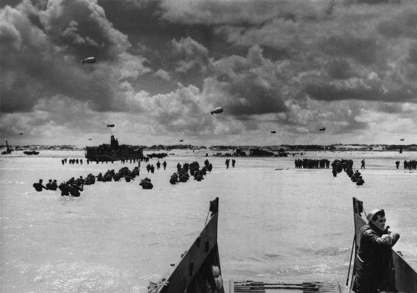 Soldados chegando na praia