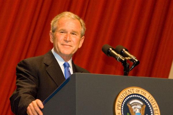 George W. Bush foi o 43º presidente dos Estados Unidos, governando o país de 2001 a 2009.[1]