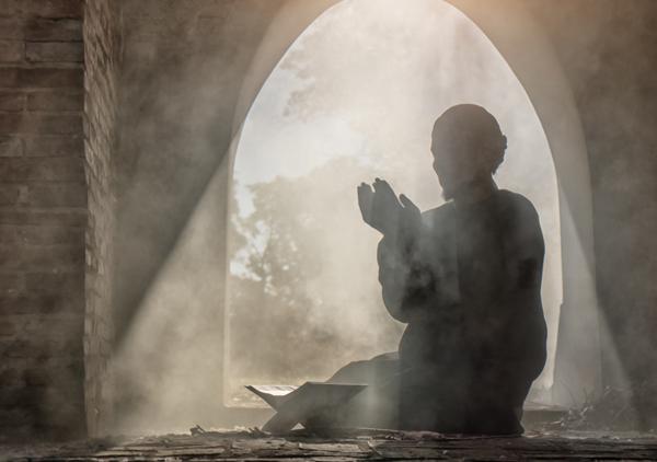 Muçulmano rezando