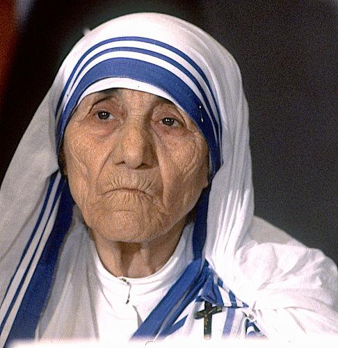 Madre Teresa de Calcutá foi uma freira indiana que ficou conhecida por seu trabalho humanitário na Índia e em outras partes do planeta.[1]
