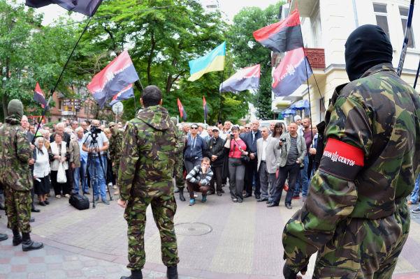 Right Sector, grupo paramilitar ucraniano acusado de ter fortes ligações com o neonazismo.[1]
