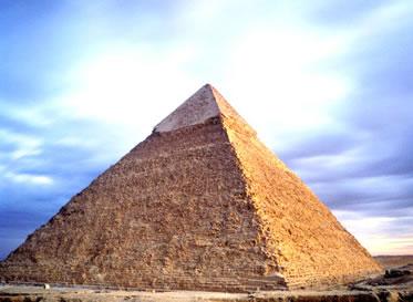 A pirâmide de Gizé instiga a curiosidade de diversas pessoas sobre o Antigo Egito