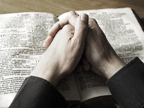 Na Bíblia Sagrada contem as ideias fundamentais do cristianismo
