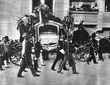 O assassinato de Francisco Ferdinando, herdeiro do trono da Áustria-Hungria, na cidade de Sarajevo, foi considerado o estopim da Primeira Guerra.2