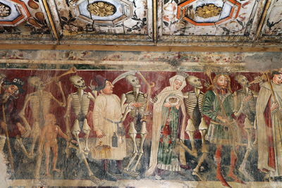 """""""A Dança da Morte"""" representada em mural da Igreja de Santa Maria, Polônia"""