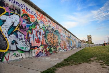 """O muro de Berlim ficou sendo o maior símbolo da Guerra Fria. Sua """"queda"""", em 1989, marca o fim deste período"""