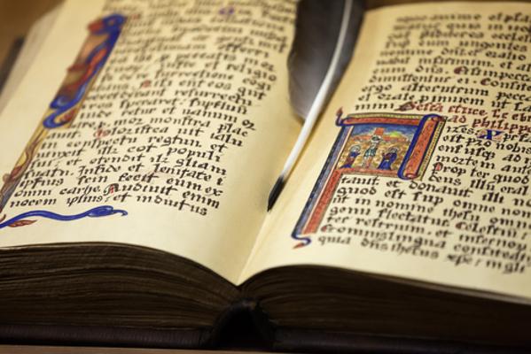 Códice medieval com iluminuras