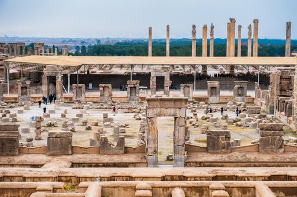 Ruínas de Persépolis nas planícies iranianas